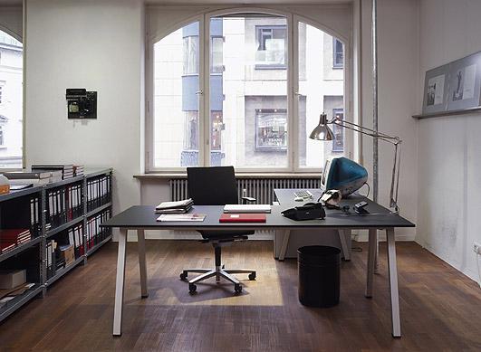 http://designawards.files.wordpress.com/2006/10/office-desk.jpg