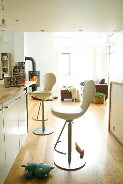 bar stool.jpg1